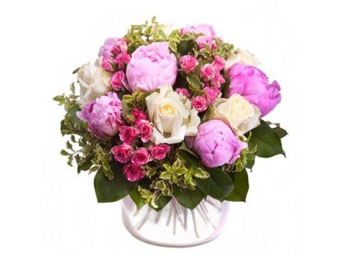 5 Голландских пионов, 5 кустовых роз, 5 белых роз
