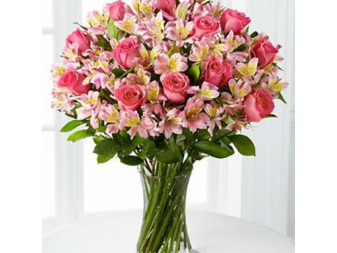 Букет 20 роз, 20 альстромерий, зелень