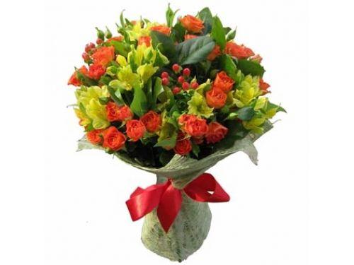 Букет 9 кустовых роз, 10 альстромерий, зелень