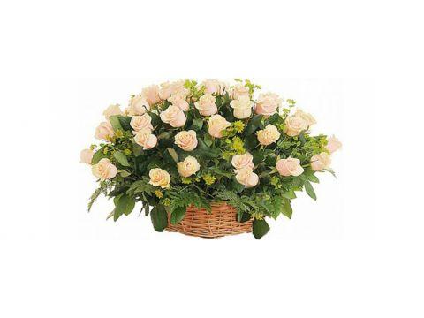 Корзина 51 кремовая роза