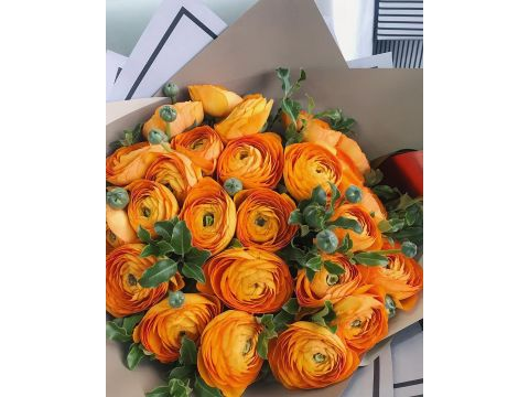 29 ранункулюсов оранжевых