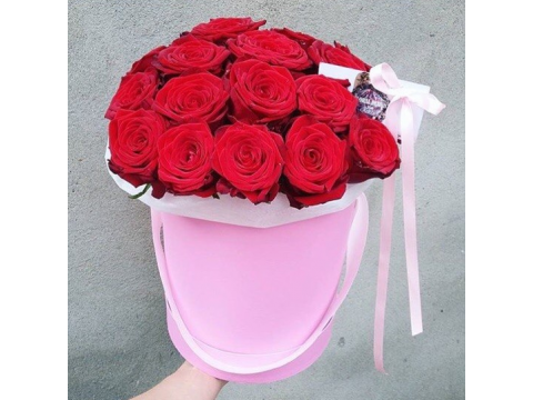 "19 роз в шляпной коробке ""Вивальди"""